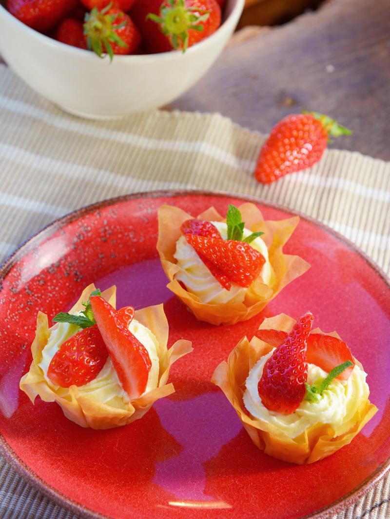 Croustillant à la mousse de chocolat blanc/fraises